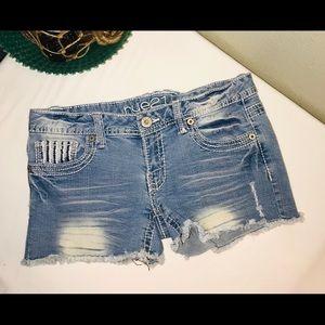 Rue21 distressed jean shorts w/sequins details sz5